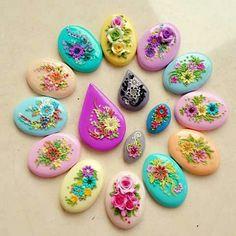 . Polymer Clay Ornaments, Polymer Clay Flowers, Polymer Clay Pendant, Polymer Clay Charms, Polymer Clay Creations, Polymer Clay Art, Polymer Clay Jewelry, Diy Clay, Clay Crafts