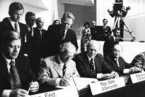 ¿Quiénes somos OSCE? Estados Participantes La Organización cuenta con 57 Estados participantes que abarcan todo el mundo, que abarca tres continentes - América del Norte, Europa y Asia - y más de m...