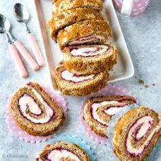 Näin alkuvuodesta kääretorttuunkin voi hakea inspiraatiota rakastetusta Runebergin tortusta. Rullalle käärittynä mukaan on kietoutunut kermainen täyte. Something Sweet, Doughnut, Food Inspiration, Tart, Cake Recipes, Sweet Treats, Goodies, Food And Drink, Cupcakes