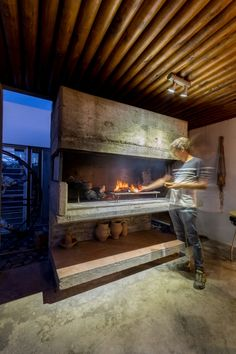 Outdoor Bbq Kitchen, Outdoor Cooking Area, Pizza Oven Outdoor, Outdoor Kitchen Design, Barbeque Design, Grill Design, Parrilla Interior, Tiny Log Cabins, Built In Braai