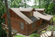 Bear Tracks - A cozy, log cabin nestled in a quiet wooded area, located near the Arts and Crafts Community in Gatlinburg -http://www.auntiebelhams.com/cabins/211-bear-tracks