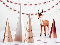 De petits sapins en bois blancs et cuivrés - Déco de Noël DIY