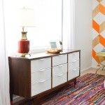 Mid Century Dresser updated by painting drawer fronts white // vintage revivals Diy Furniture Upgrade, Diy Furniture Projects, Furniture Makeover, Hutch Makeover, Diy Projects, Refurbished Furniture, Painted Furniture, Painting Laminate Furniture, Mid Century Dresser
