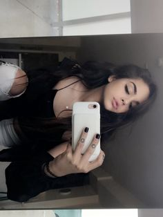Pin by Karely Osuna on Picture poses Maggie Lindemann, Tumblr Photography, Photography Poses, Girl Pictures, Girl Photos, Mode Kawaii, Snapchat Girls, Instagram Pose, Selfie Poses