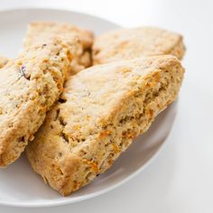 Carrot Cake Scones Yield: 8 scones Ingredients: cup chopped pecans 2 cups oz) all-purpose flour cup vegan granulated sugar 1 tbsp baking powder ts… – Bell-bottoms Spiced Cauliflower, Cauliflower Soup Recipes, Coconut Lentil Soup, Scones Ingredients, Sweet Carrot, Vegan Mac And Cheese, Bean Salad, Vegan Butter, Salads