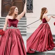 Buy Special Burgundy Velvet Sweetheart Beads Strapless Sash Ruched Satin Prom Dresses uk in uk.Rock one of the season's hottest looks in a burgundy homecoming dress or choose a timeless classic little black dress. Split Prom Dresses, Burgundy Homecoming Dresses, Prom Dresses Uk, Quinceanera Dresses, Petticoat For Wedding Dress, Cheap Wedding Dress, Wedding Veil, Wedding Dresses, Party Gown Dress