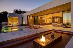 Stylish townhouse with the finest materials and great views of Los Angeles