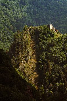 Poenari Castle, The real Dracula's Castle, Romania.romaniasfrien… / TOURS/ The real story of Dracula Draculas Castle Romania, Wonderful Places, Beautiful Places, Places To See, Places To Travel, Dracula Castle, Vlad The Impaler, Permanent Vacation, Wonders Of The World