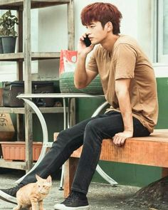 Action Pose Reference, Action Poses, Drama Korea, Korean Drama, Asian Actors, Korean Actors, Shopping King Louis, Kim Book, Descendents Of The Sun