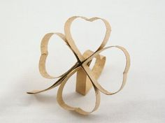 Paper Roll Shamrocks - what can I say? These toilet paper crafts look like fun and everyone has a recurring supply of them..  Paper towel rolls seem like the same idea.