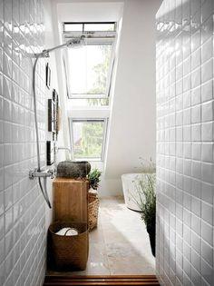 #Dachfenster im Bad sorgen für viel Licht.