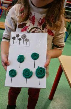 Notre classe de petite section Toddler Learning Activities, Preschool Activities, Kids Learning, Funky Fingers, Learning Stations, Plasticine, Stem Science, Pre Writing, Preschool Art