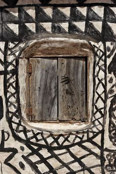 treebystream: africa, gurunsi (kassena) window So interesting how people's of Africa have such affinity for geometric decor! Vernacular Architecture, Art And Architecture, Architecture Details, Out Of Africa, West Africa, African House, Crazy Day, Art Africain, African Art