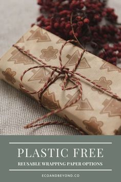Reusable wrapping paper is a trendy yet traditional zero waste way to wrap gifts. Be inspired by our eco friendly gift wrap ideas! Christmas Gift Bags, Christmas Gift Wrapping, Christmas Paper, Christmas Presents, Brown Paper Wrapping, Recycled Gifts, Sustainable Gifts, Wraps, Eco Friendly