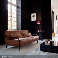 Als krönendes i-Tüpfelchen wurde hier zugunsten der Eleganz die Wandfarbe Schwarz gewählt. In Kombination mit Leder und Rot erhält das Zimmer einen  …