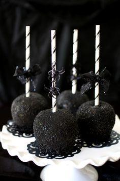 Black-as-Night Caramel Apples  recipe! #halloween #evitegatherings