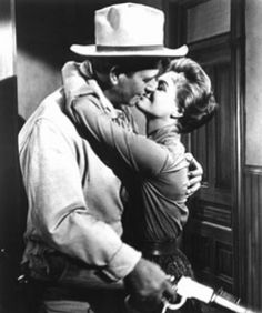 "Angie Dickenson & John Wayne en ""Rio Bravo"""
