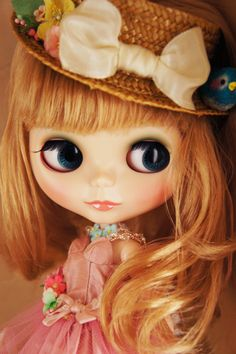 I so love a hat wearing Blythe!