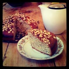 Sunny spiced banana cake! Banana Bread, French Toast, Spices, Sweets, Breakfast, Cake, Desserts, Food, Morning Coffee