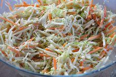 Coleslaw - salata americana pentru hamburgeri. Ce este, cum arata si cum se prepara salata coleslaw. Salata de varza cu morcovi, merse si maioneza. Salate pentru gratar.