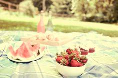 ARTICLE: 22 Summery, Serene Picnic Ideas