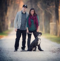 Family Photos with Dog.@NaKita Stargel ..if you your dog would sit this still.