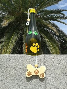 This wind chime is a dog lovers gift. This wine bottle wind chime makes great yard art. Decorate your back yard with this dog themed chime. by WaggyPawChimes on Etsy Bottles And Jars, Glass Bottles, Beer Bottles, Oil Based Sharpie, Dog Lover Gifts, Lovers Gift, Acrylic Craft Paint, Glass Garden Art, Wine Bottle Crafts