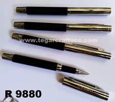 R9880, metal pens. A comfort and style combination to write. Deluxe box are optional. Marking logo with laser engrave. As shown above, a metal pen R9880 ordered by Rado Suara Muslim,Surabaya East Java Indonesia.