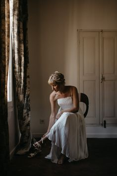 ShareElopement photography in Provence – Luberon Calylee & Brady brilliant elopement in Provence, more precisely in the Luberon near Bonnieux and Lourmarin. All the way from Canada, they decide to tie the knot in the beautiful garden of the Pavillon de Gallon just off the famous city of Lourmarin, just the 2 of them … ... Provence Wedding, Elope Wedding, Tie The Knots, Beautiful Gardens, Photography Ideas, Tying The Knots, Photoshoot Ideas, Elopement Wedding