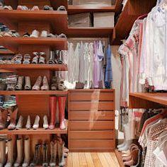 Vestidores y closets de estilo moderno por Tatiana Zaitseva Design Studio