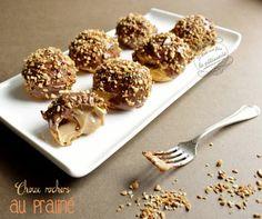 Recette de petits choux rochers garnis d'une crème pâtissière au praliné et recouverts de chocolat et de pralin. Un pur délice !