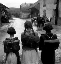 sondersdorf, alsace, france, 1945 © robert doisneau
