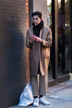 New york fashion 311170655490176955 - On the Street…., New York (The Sartorialist) Source by chopstickloset The Sartorialist, Look Fashion, Winter Fashion, Mens Fashion, Fashion Outfits, Fashion Trends, Guy Fashion, Brown Fashion, Grunge Goth