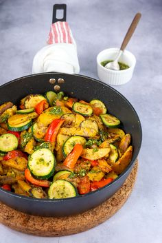 Cooking Recipes, Healthy Recipes, Pesto, Ratatouille, Wok, Food Inspiration, Chicken Recipes, Dinner Recipes, Food And Drink