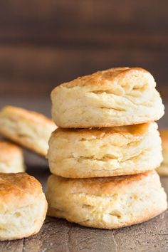 Bake up a large batch of these homemade Honey Cream Cheese Biscuits! They are easy to make, great alongside your favorite meal, and so tasty! Homemade Biscuits Recipe, Biscuit Recipe, Cream Cheese Biscuits, Flakey Biscuits, Buttermilk Biscuits, Cooking Recipes, Bread Recipes, Tortilla Recipes, Picnic Recipes