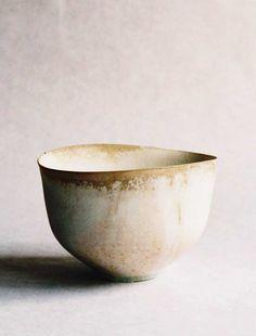 Tabuchi Taro  White Tea Bowl2009wood ash, glazed porcelain5 1/2″ x 4 1/2″ x 3 1/5″