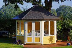 Bringt Sonnenschein auch in schattige Gartenecken: der gelbe Pavillon mit zwei großen Fenstern. http://www.gartenhaus-gmbh.de/