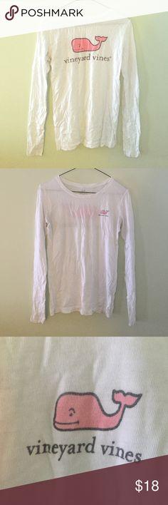 Vineyard Vines long sleeve tee VV graphic long sleeve t-shirt! Great material super soft Vineyard Vines Tops Tees - Long Sleeve