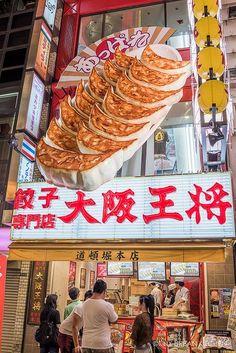 Dotonbori, Osaka's famous street for eats and finds hot spots for okonomiyaki, takoyaki, fugu and GYOZA!!!