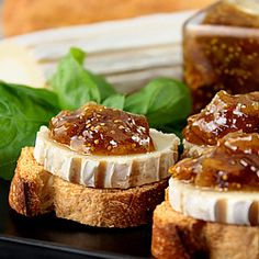 Crostini of goat and spicy fig chutney and orange Wine And Cheese Party, Cheese Platters, Recipe Collection, Soul Food, Starters, Orange, Vegetarian Recipes, Appetizers, Chutneys