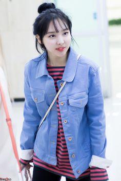 Nossa gnt que jaqueta linda né  kakakakkkk Nayeon ❤️❤️❤️
