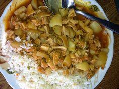 La base de este plato es la panza de res o Librillo. Va acompañado de ají amarillo, pimienta, comino y ajo. Se aco...