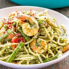 When all good things come together, it makes such an amazing dish like this creamy pesto shrimp spaghetti (with video)!