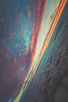 Find images and videos about sky, sunset and clouds on We Heart It - the app to get lost in what you love. Between Two Worlds, Around The Worlds, Beautiful Sky, Beautiful World, Pretty Sky, To Infinity And Beyond, Belle Photo, Amazing Nature, Looking Up