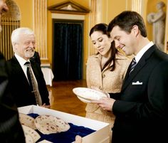 Queen & Princesses Watchers - May 10, 2004 - On the occasion of their upcoming wedding, Prince Frederik and Mary Donaldson received many gifts at receptions at the royal palace in Copenhagen.