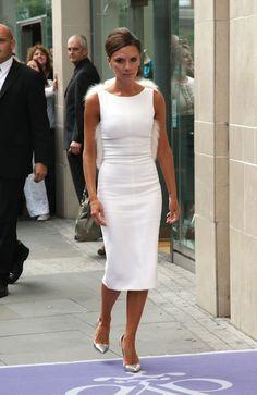 victoria.. I Dress, Dress Outfits, Fashion Dresses, Work Fashion, Fashion 2020, Classy Outfits, Stylish Outfits, Moda Formal, Victoria Beckham Style
