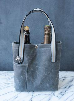 Wine Purse, Wine Tote Bag, Tote Bags, Diy Sac, Bottle Bag, Tote Pattern, Denim Bag, Denim Jeans, Fabric Bags