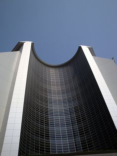 The curve of the building is impressive and i hope to mirror this look in my pinch pot
