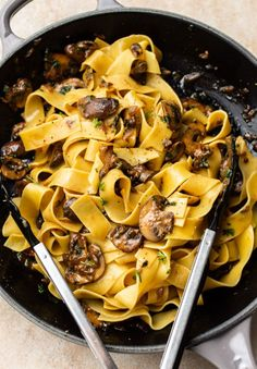 This garlic butter mushroom pasta is simple to make, quick, and makes the perfect easy family dinner! It's meat-free and delish! Slider Recipes, Pork Recipes, Pasta Recipes, Vegetarian Recipes, Dinner Recipes, Burger Recipes, Garlic Butter Mushrooms, Mushroom And Onions, Mushroom Pasta