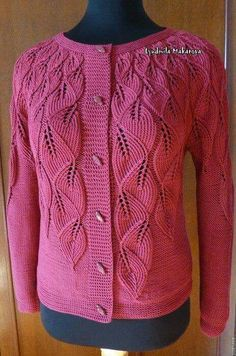See what elegance this beautiful long sleeve blouse. In crochet yarn. style and elegance. Gilet Crochet, Crochet Blouse, Crochet Yarn, Crochet Style, Lace Knitting Patterns, Knitting Designs, Cardigan Pattern, Knit Cardigan, Beautiful Blouses